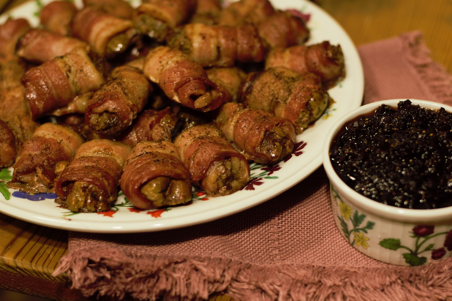 Bacon-Wrapped Livers with Fig Compote