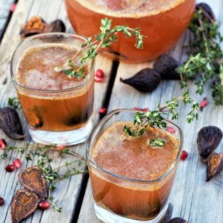 Lightly bubbly, a little sweet, & so easy with 5 ingredients! Bourbon, figs, & sparkling cider are the perfect combo for holiday spice & everything nice.